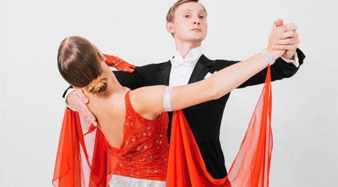 La valse, danse de couple par excellence